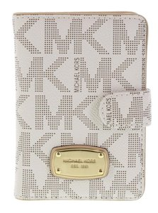 Michael Kors NEW Michael Kors Signature Vanilla Passport Case PVC