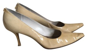 St. John camel Pumps