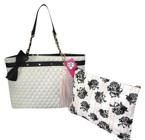 Betsey Johnson Pouch Quilted Swag Tote in BONE