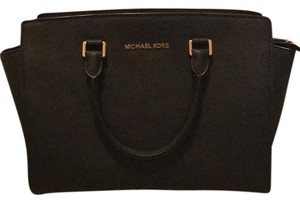 Michael Kors Satchel in black with gold