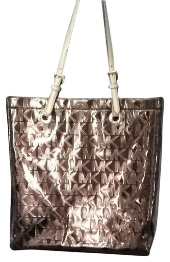 Preload https://item4.tradesy.com/images/michael-kors-tote-2079863-0-0.jpg?width=440&height=440