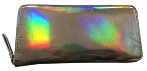 Marc by Marc Jacobs MARC BY MARC JACOBS Slim Zippy Techno holographic wallet