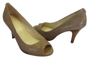 Calvin Klein Reptile Design Size 5.50 M Padded Footbed Very Good Condition Tan, Pumps
