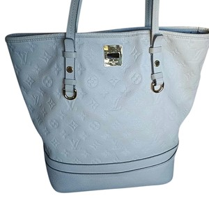 Louis Vuitton Tote in Off white