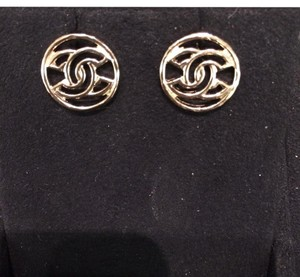 Chanel BN Auth Chanel Stud Earrings in Gold