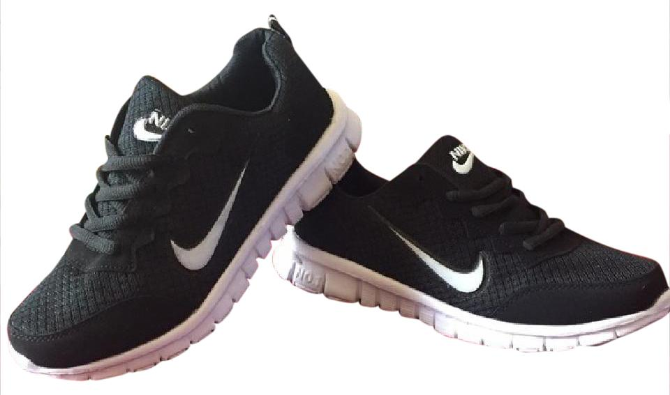 new style 217d3 8b7e5 Nike Black and White Free Run Sneakers Size US 5.5 Regular (M, B) 60% off  retail