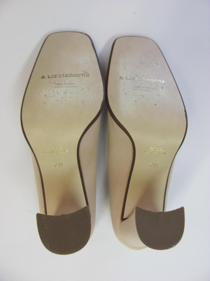 44fe6392f77 Liz Claiborne Size 7.00 M Padded Footbed Bonded Leather Sole Very Good  Condition Neutral