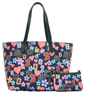 Dooney & Bourke & Wristlet Zip Top Tote in BLACK