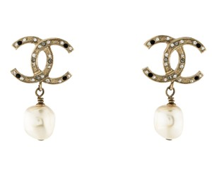 Chanel Gold-tone Chanel interlocking CC crystal pearl drop earrings