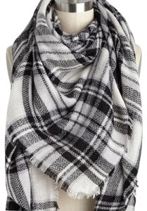 Modcloth ModCloth Loch & Key Plaid Blanket Scarf in Black and White