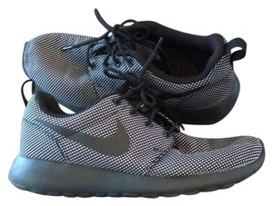 Nike Roshe running shoe black Athletic