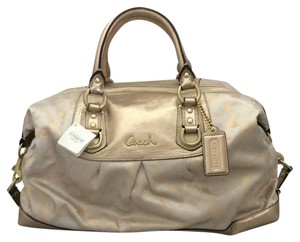 Coach Satchel in b4khaki Gold-Gold