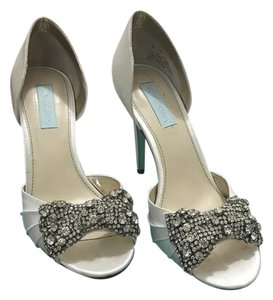 Betsey Johnson Bow Wedding Rhinestone White Ivory Pumps