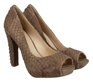 House of Harlow 1960 brown Pumps