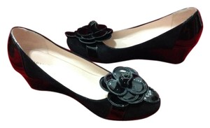 Taryn Rose Patent Designer Perfect Condition Black Wedges