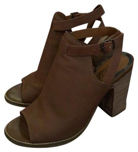 Lucky Brand Brown Sandals