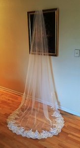 Cathedral Veil Light Ivory With Lace W/metal Comb V-223