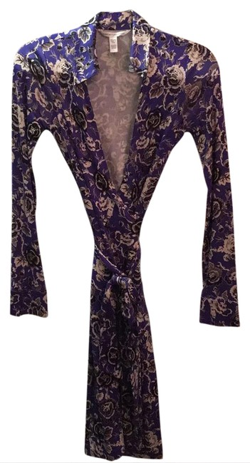 Preload https://img-static.tradesy.com/item/20815913/diane-von-furstenberg-royal-blue-background-black-and-white-flowers-classic-wrap-mid-length-workoffi-0-1-650-650.jpg
