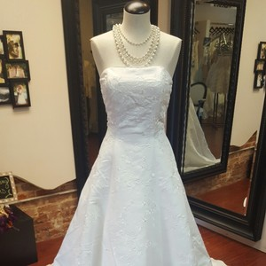 White Store Sample Gown Casual Wedding Dress Size 8 (M)