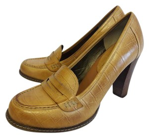 Banana Republic Leather Tan Pumps