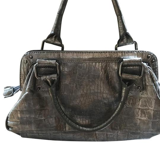 Preload https://img-static.tradesy.com/item/20818898/vera-wang-the-clutch-two-toned-metallic-man-made-embellished-material-satchel-0-7-540-540.jpg