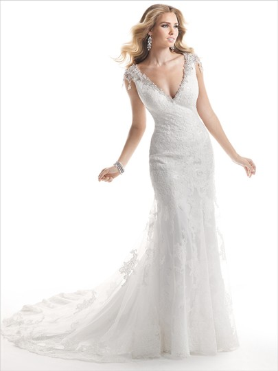 Preload https://item2.tradesy.com/images/maggie-sottero-ivory-cynthia-wedding-dress-size-6-s-20819021-0-0.jpg?width=440&height=440