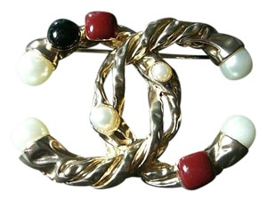 Chanel Chanel Vantage Pin Brooch Gold tone with color pearls