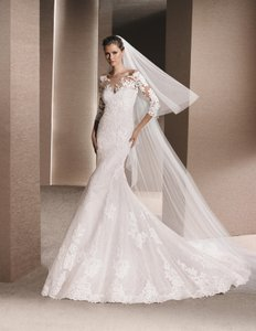 Pronovias Off White Lace Roxanne Destination Wedding Dress Size 10 M