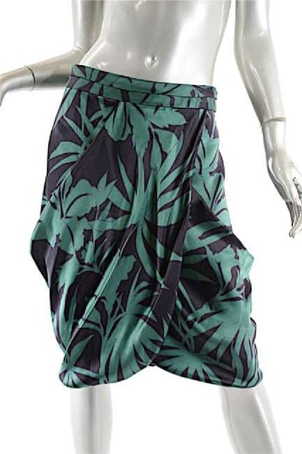 Preload https://item2.tradesy.com/images/armani-collezioni-green-black-emeraldblack-silk-satin-fauna-print-knee-length-skirt-size-10-m-31-20822851-0-1.jpg?width=400&height=650