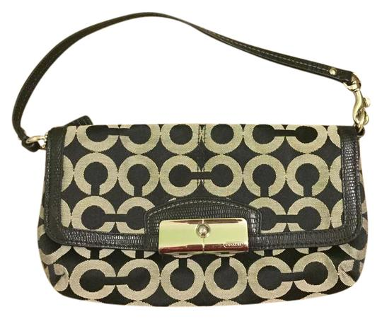Preload https://item3.tradesy.com/images/coach-signature-collection-black-clutch-20823012-0-1.jpg?width=440&height=440