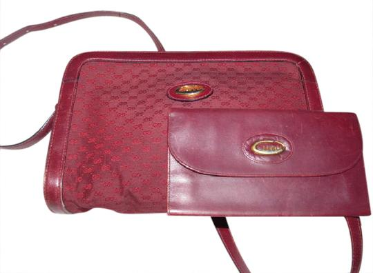 Preload https://item5.tradesy.com/images/gucci-vintage-pursesdesigner-purses-burgundy-small-g-logo-canvas-and-leather-leathercanvas-shoulder--20823179-0-1.jpg?width=440&height=440