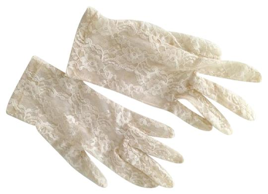 Preload https://item1.tradesy.com/images/vintage-gloves-size-small-20823515-0-1.jpg?width=440&height=440