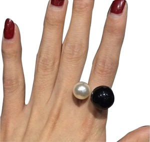 New Double B&W Pearl Cocktail Ring In Gold (Size 8)