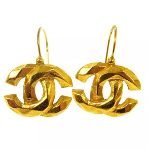 Chanel Chanel CC Logo Pierce earring
