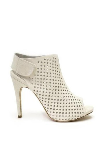 Preload https://img-static.tradesy.com/item/20826705/pedro-garcia-cream-perforated-leather-sandals-size-us-105-regular-m-b-0-0-540-540.jpg