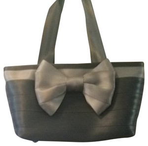 Harveys Tote in Storm W/dove Accents
