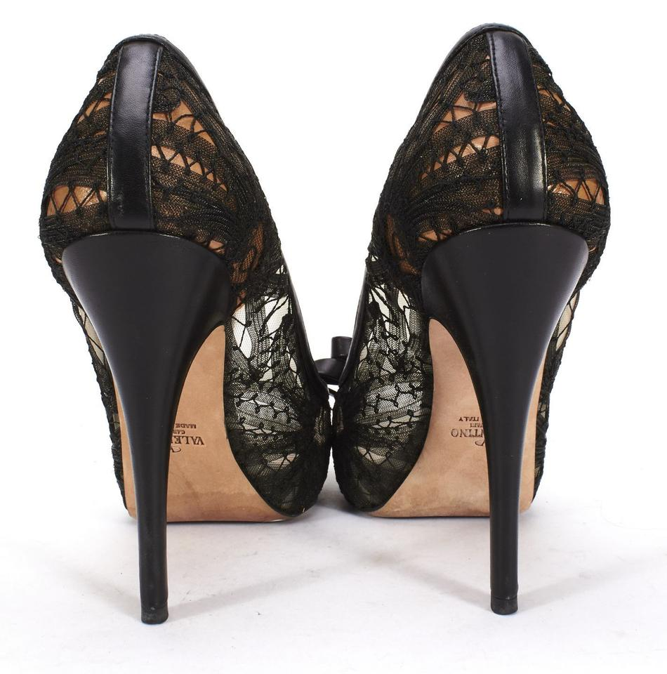 NWT Black embroidered pumps