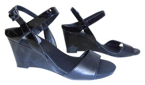 Tahari Patent Leather Leather Wedge Heel Strappy black Sandals