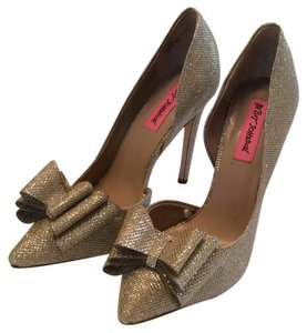 Betsey Johnson Gold Sparkle Pumps