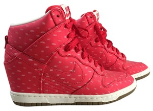 Nike Sporty Red Textile Athletic