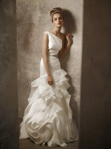 White by Vera Wang Ivory Vw351010 One Shoulder Organza Mermaid Gown Feminine Wedding Dress Size 0 (XS)
