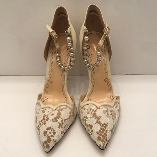Marchesa Pearl Ivory white lace Pumps Image 6