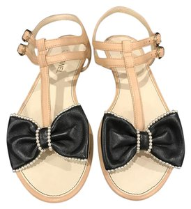 Chanel Pearl Bow Thong Leather beige Sandals
