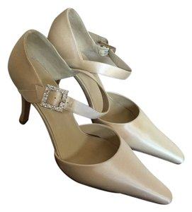 Grace Shoes White Silk Formal