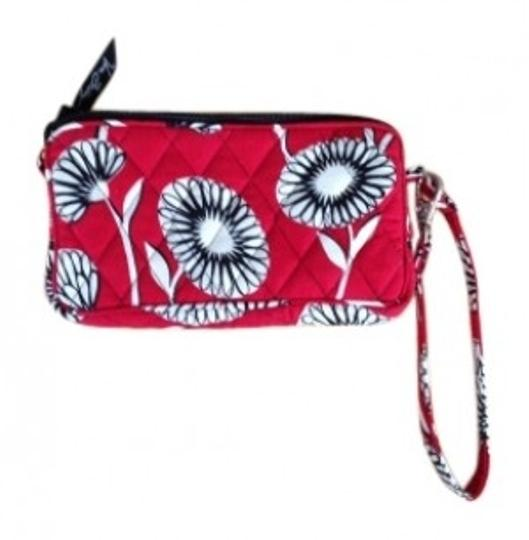 Preload https://img-static.tradesy.com/item/20833/vera-bradley-deco-daisy-red-black-white-cotton-wristlet-0-0-540-540.jpg