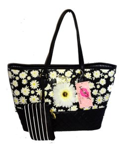 Betsey Johnson Wallet Black/bone Quilted Diamonds Tote in BLACK multi