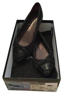 Chanel $575 Suede Patent Leather Cc Logo Cap Toe Bow Ballerina + Box 35.5 Black Flats