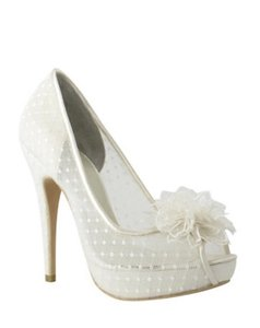 Menbur Ivory Pumps