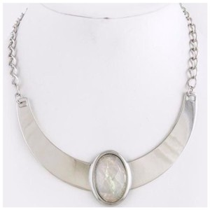 Other D36 Nacre Opalescent Irridescent Clear Silver Metal Collar Necklace