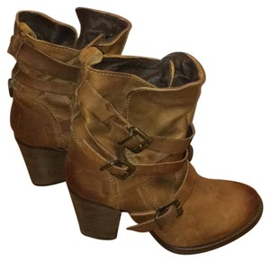 Steve Madden brown/tan Boots
